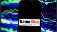 La compra masiva de acciones de GameStop hicieron subir su valor y debarrancaron varios peces gordos del mercado de Wall Street
