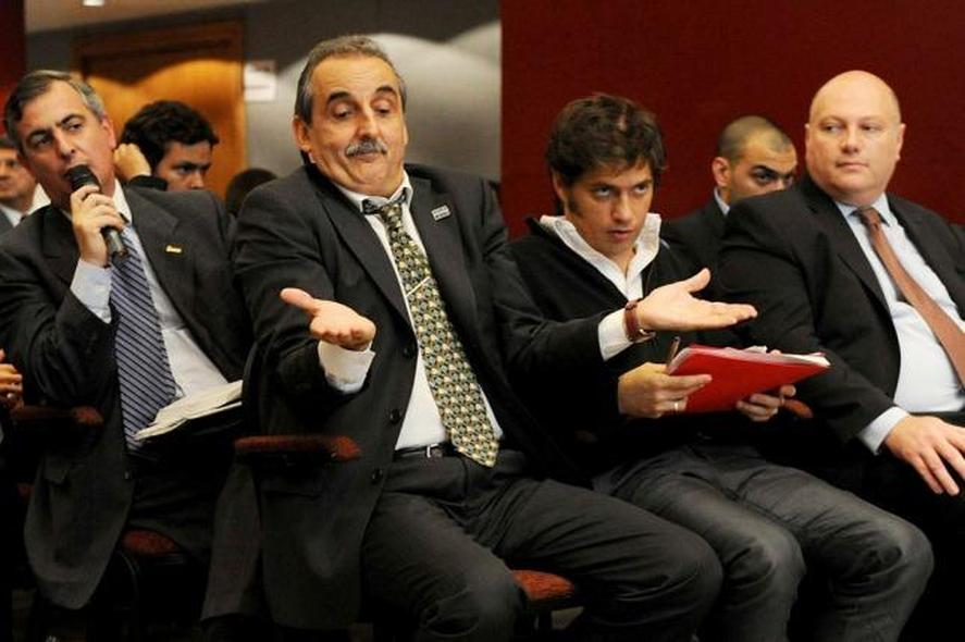Guillermo Moreno y Axel Kicillof en una asamblea del Grupo Clarín, en 2013. (Télam)
