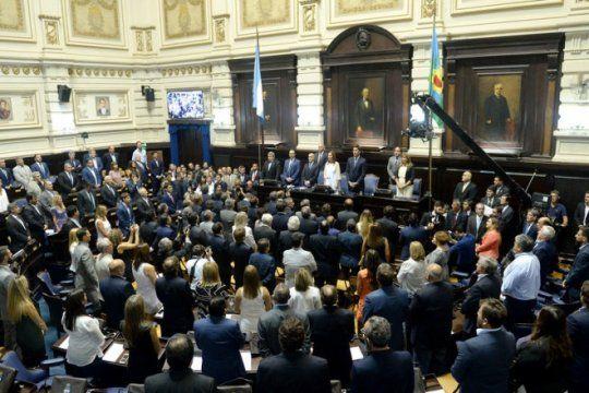 el fervor por las islas malvinas se aduena de la legislatura con proyectos de oficialistas y opositores