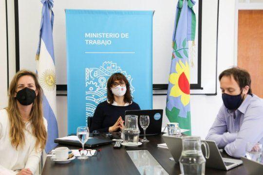 Pablo López, Agustina Vila y Mara Ruiz Malec celebraron el cierre de la paritaria de los docentes 2020.