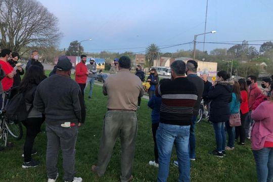 Vecinos de Sierras Bayas se encontraron con funcionarios municipales (Foto En Línea Noticias)