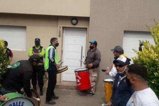 Municipales protestaron frelte al domicilio del intendente Mariano Uset, en Punta Alta.