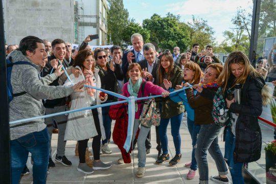 zabaleta y el rector perczyk inauguraron un nuevo edificio de la universidad nacional de hurlingham