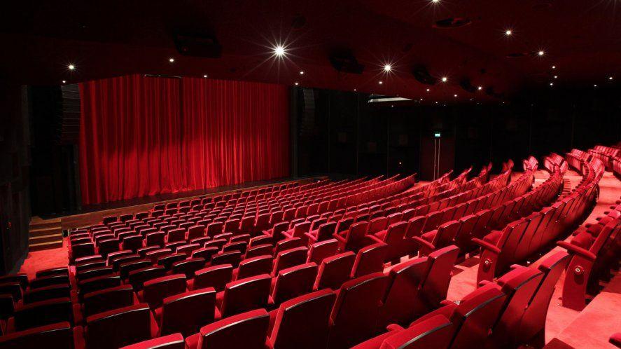 En los teatros no se permitirá el expendio de comidas y bebidas