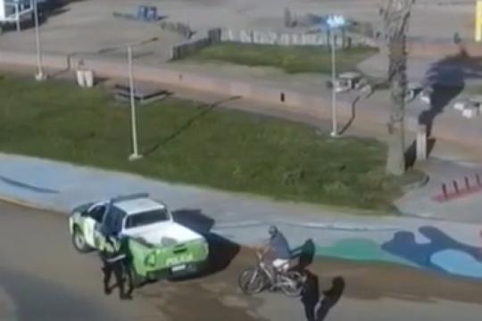 entrevistaban a yeza y la policia detuvo a un vecino que habia violado la cuarentena