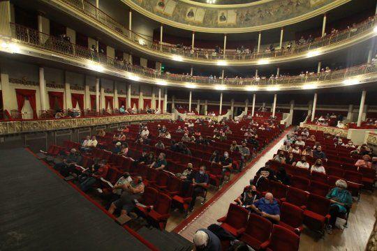 la plata: suspenden funciones en el teatro podesta
