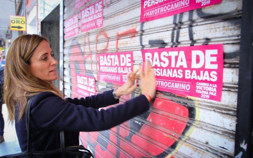 Precandidata a intendenta protestó contra el cierre de comercios y apuntó contra el Municipio