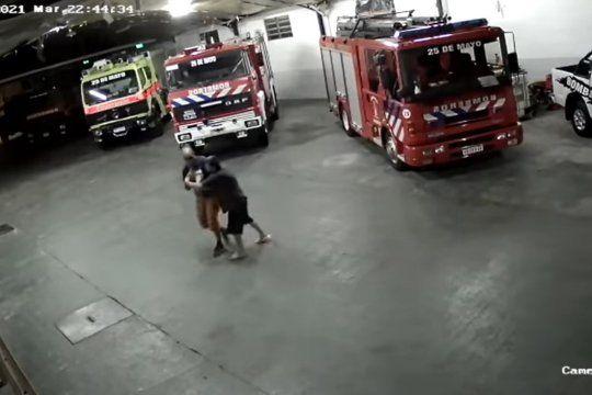 El rescate quedó filmado por las cámaras de seguridad