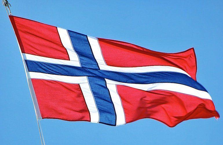 Por supuesto en Noruega la muerte de 23 ancianos luego de aplicarse la vacuna norteamericana Pfitzer es la noticia central. En el resto del mundo y en Argentina