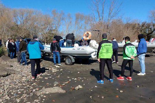confirman que es de uno de los pescadores desaparecidos el cuerpo hallado en rio santiago