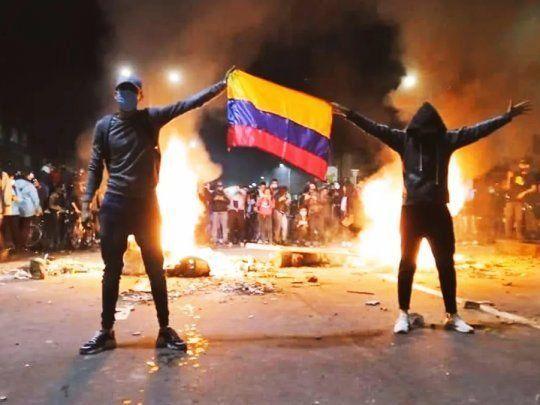 La Conmebol no detiene el fútbol pese a los disparos y la sangre derramada pero sí presentó la canción oficial de la Copa América.