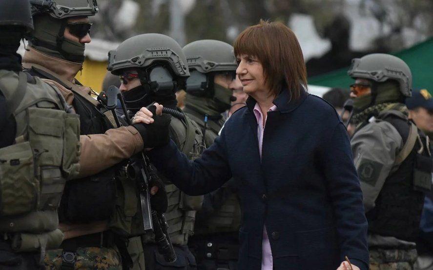 """¿Vuelve el Servicio Militar?: Bullrich lanzó """"formación"""" a cargo de la Gendarmería Nacional para jóvenes"""