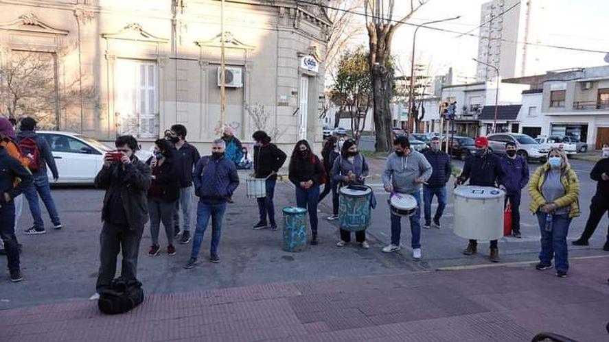 Estudiantes y docentes de la carrera de Ciencias Políticas se manifestaron en Azul contra un posible cierre de la carrera