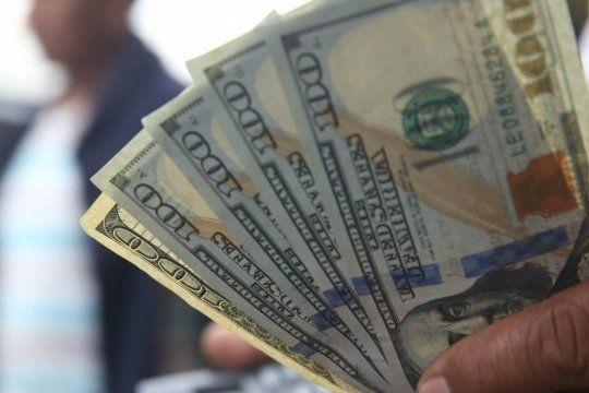 tras la charla entre alberto y macri, el dolar bajo por primera vez en la semana