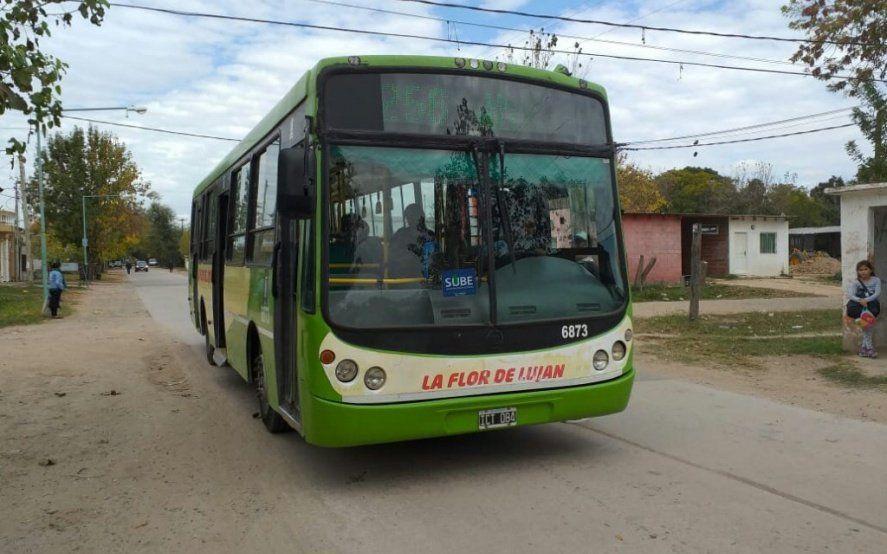 Cierra una línea de colectivos y dejará varados a cientos de pasajeros de Luján y Mercedes