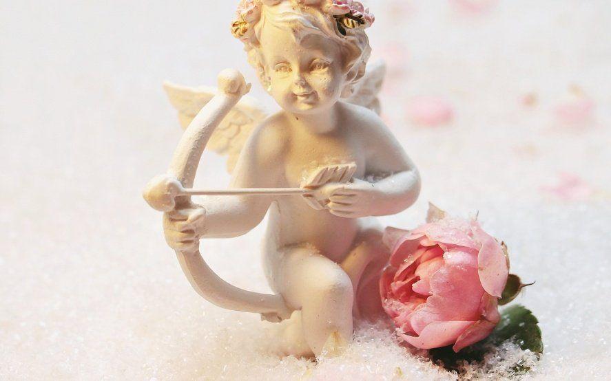 """Una campaña llama a """"escupirle en la cara a Cupido"""" y cuestionar el amor romántico en San Valentín"""