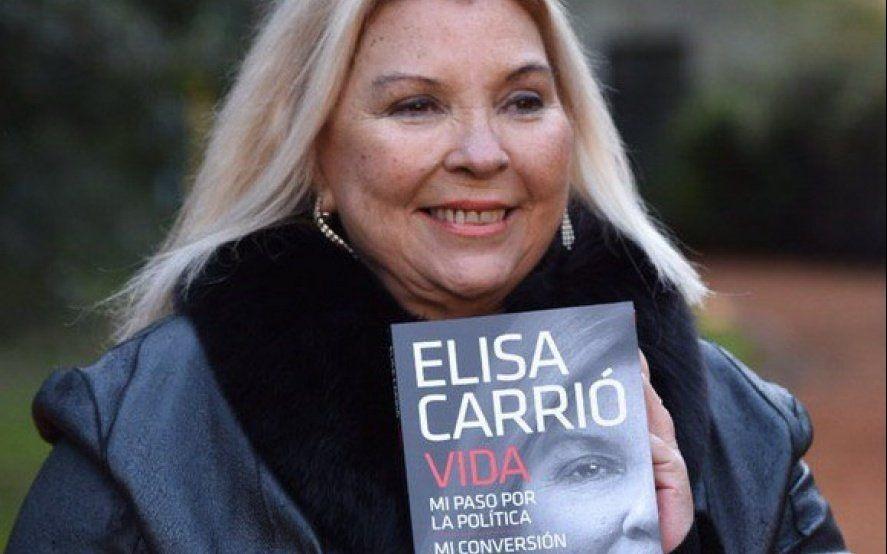Carrió también lanza un libro: una anécdota con el Papa y sus roces con CFK
