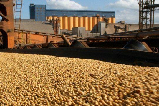 mientras la cosecha gruesa cae, el gobierno ratifica el actual esquema de derechos de exportacion a soja