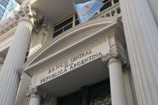 un informe del banco central revelo que se espera una inflacion anual de mas del 40% y un dolar a $51