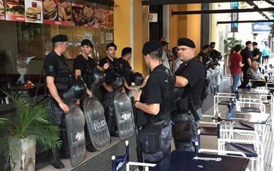 Intendente radical blindó de policías la apertura de sesiones en el Concejo Deliberante