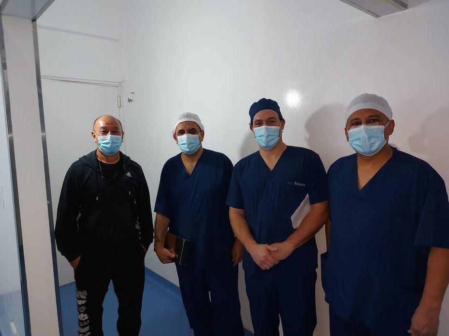La intervención quirúrgica en Castelli fue encabezada por los odontólogos Nicolás Tissone, Marcelo Cerullo y Juan Díaz Bardales