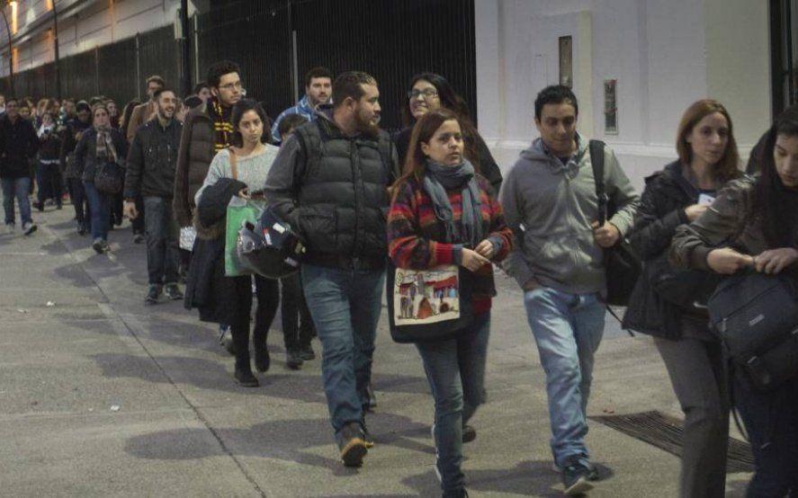 Casi el 60% de los argentinos resignaría parte de su salario sólo por temor al desempleo