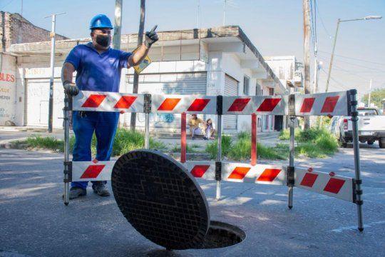 La Presidenta de Agua y Saneamientos Argentinos (AySA), Malena Galmarini, recorrió las obras junto a los vecinos y vecinas el barrio El BASI, ubicado en la localidad de Boulogne.
