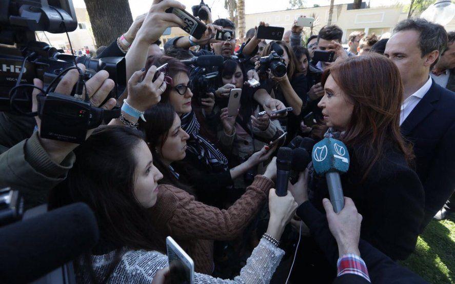 Lunes negro para Cristina: Bonadío la citó a declarar por ocho causas