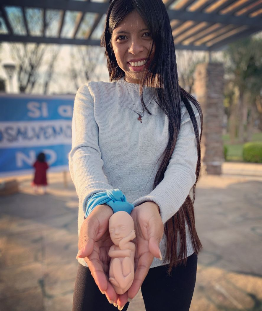 """Ayelen Ancalay, la candidata """"provida"""" del Partido Celeste, que nació en el debate por la Ley de Interrupción Voluntaria del Embarazo."""