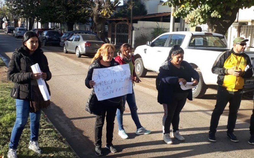 """Vecinos platenses repudiaron la visita del presidente a Tolosa y expresaron: """"Fuera Macri"""""""