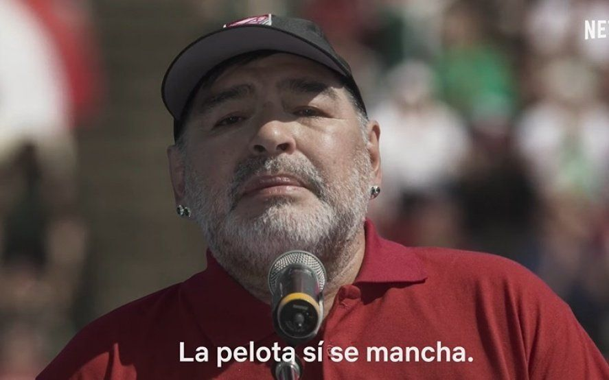 """Maradona vuelve a Netflix y cambia su histórica frase: ahora, """"la pelota sí se mancha"""""""
