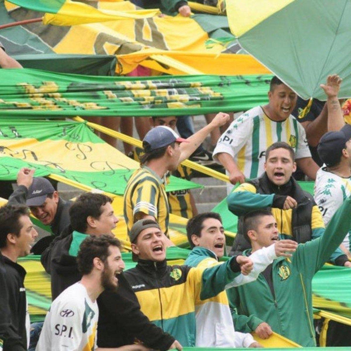 Un grupo de violentos de Aldosivi atacó a un hincha de Lanús con discapacidades físicas en la previa del partido.