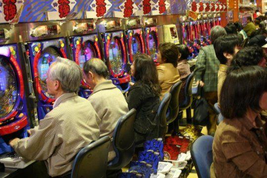 endurecen controles contra el juego y la ludopatia: licitan tragamonedas y cierran casinos