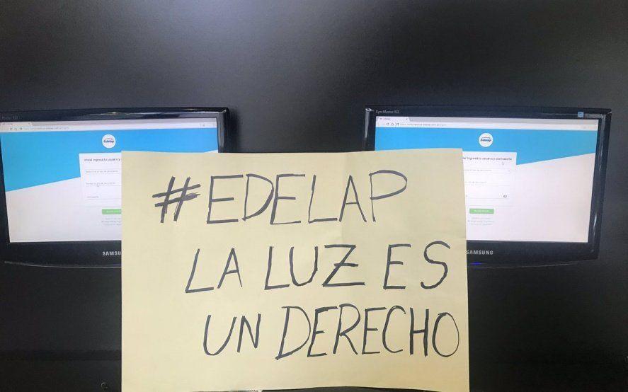 Una ex ministra de la Provincia se fue a la puerta de EDELAP para protestar por los cortes de luz
