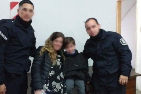 tras 12 horas de suma tension aparecieron en munro una mujer que sufre alzehimer junto a su nieto de 6 anos