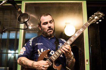 Ariel Minimal, cantante y guitarrista de Pez.