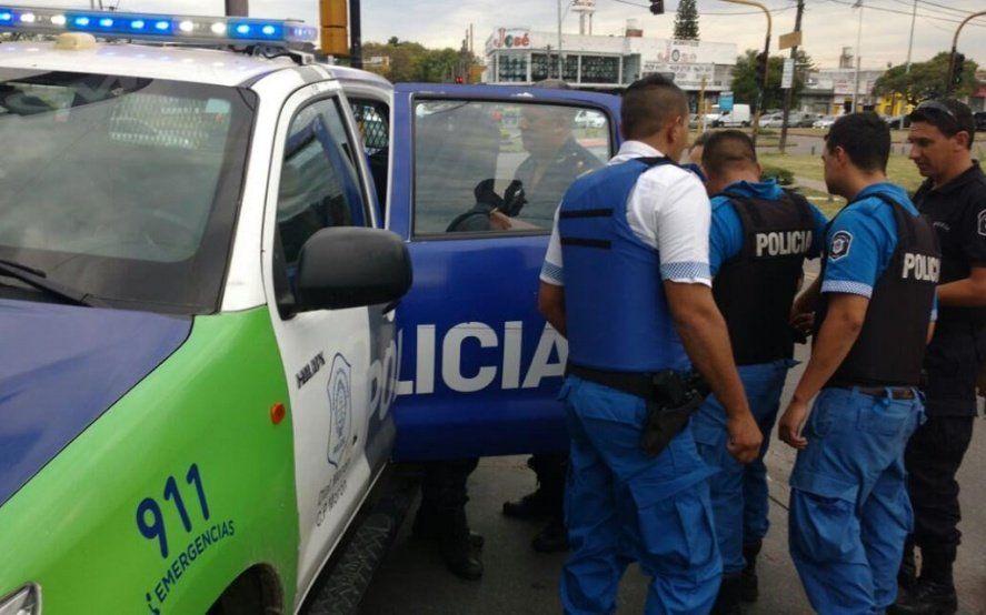 Custodiaba un local asaltado en el centro de La Plata, se tentó y se quedó sin trabajo