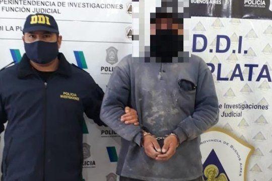 El presunto depravado tiene 30 años y lo acusan de abusar a sus hijitas