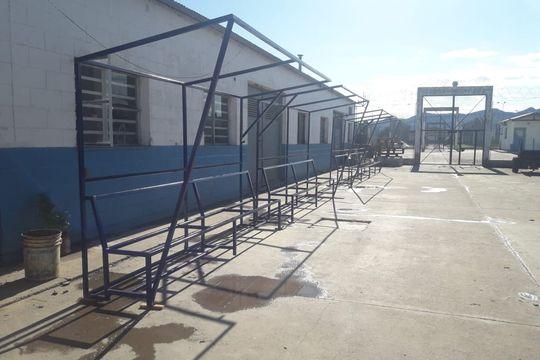 Las estructuras fueron fabricadas por internos capacitados en herrería