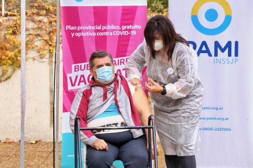 Junto con el PAMI, la Provincia llevó la campaña de vacunación a las residencias de adultos mayores.
