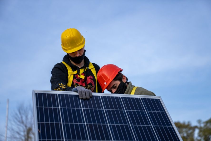 Instalarán paneles solares en 128 escuelas bonaerenses