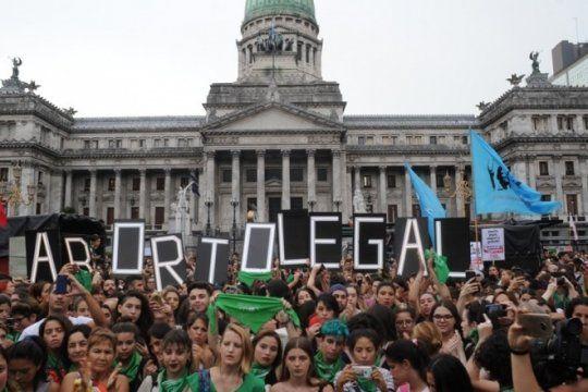aborto legal: nueva jornada de debate en comisiones y un festival en la puerta del congreso