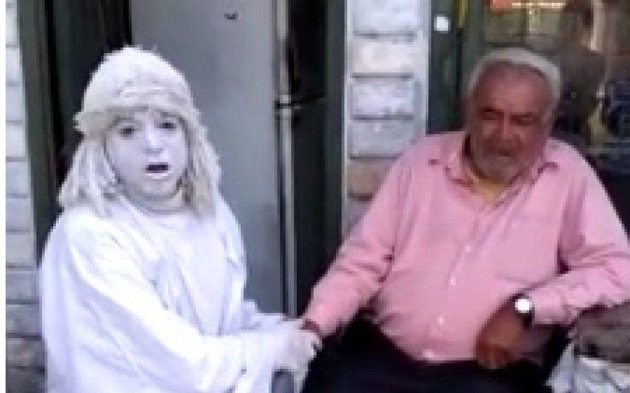 """La Estatua de La Plata, junto al """"Cordobés"""" que quieren desalojar luego de 30 años"""