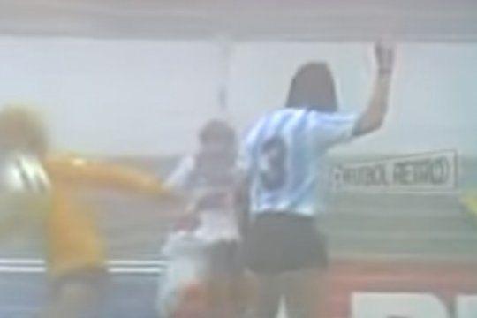 el unico antecedente de argentina jugando por el tercer puesto: con diego y caniggia jugando con un particular numero