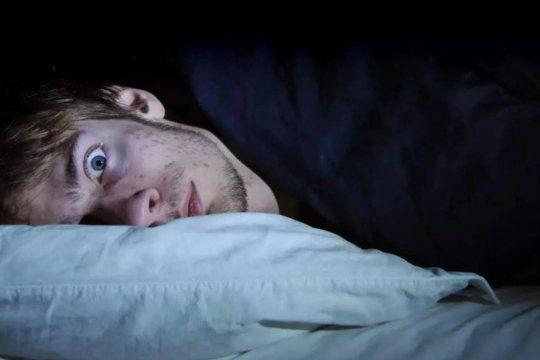 Miles de personas refieren en redes haber pasado una mala noche por trastorno del sueño y pesadillas