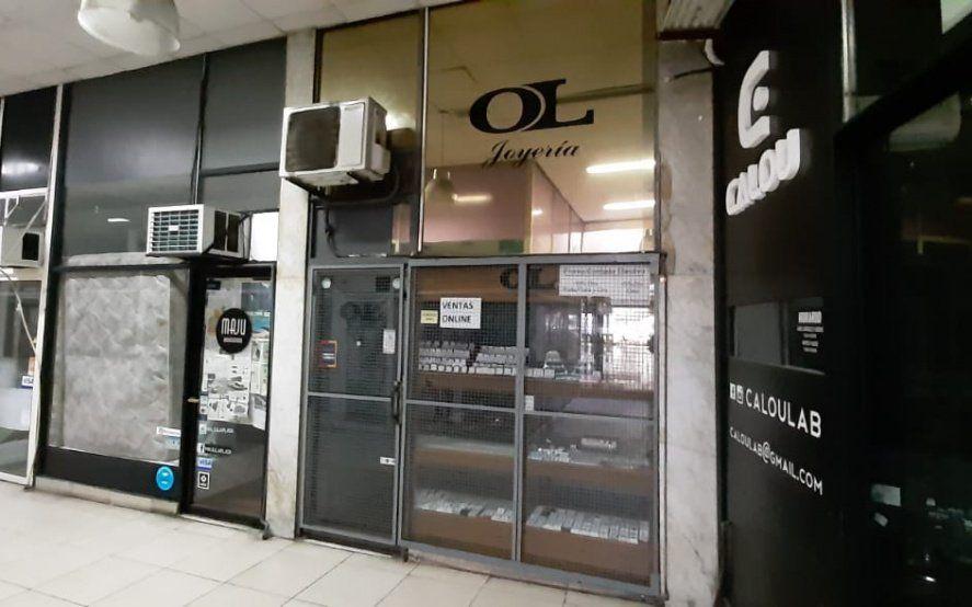 Cinco delincuentes cometieron un asalto en una joyería de La Plata