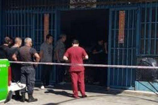 lanus: comerciante baleo en el pecho a un ladron en un supermercado chino