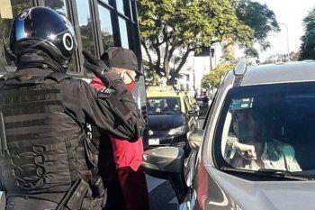 Insólito: miembros de la bonaerense saludaron a Bullrich como si fuese ministra