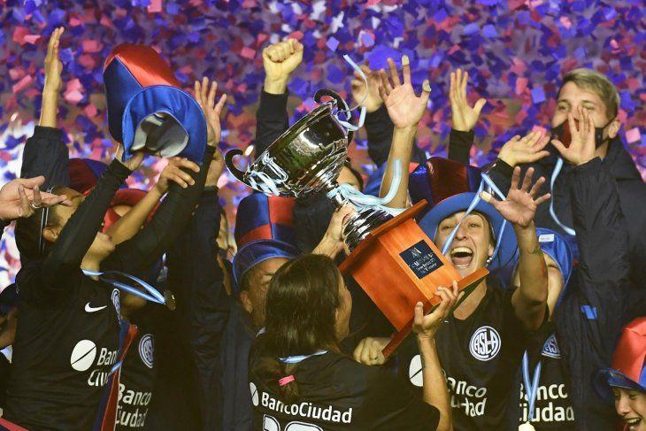 San Lorenzo está de festejo: las Santitas son campeonas en el fútbol femenino.