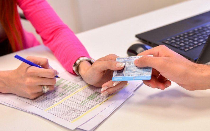 Después de la polémica, insisten con que el libre deuda es un requisito esencial para la licencia de conducir